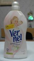 Ополаскиватель смягчитель для детского белья VERNEL CAREZZA DELICATA от Henkel 1,5л.(Италия)
